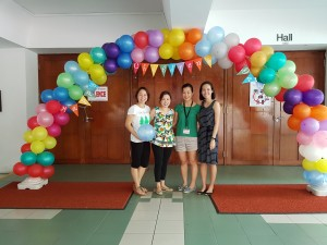 A balloon arch to welcome the kids to their very own Children's Day Party !