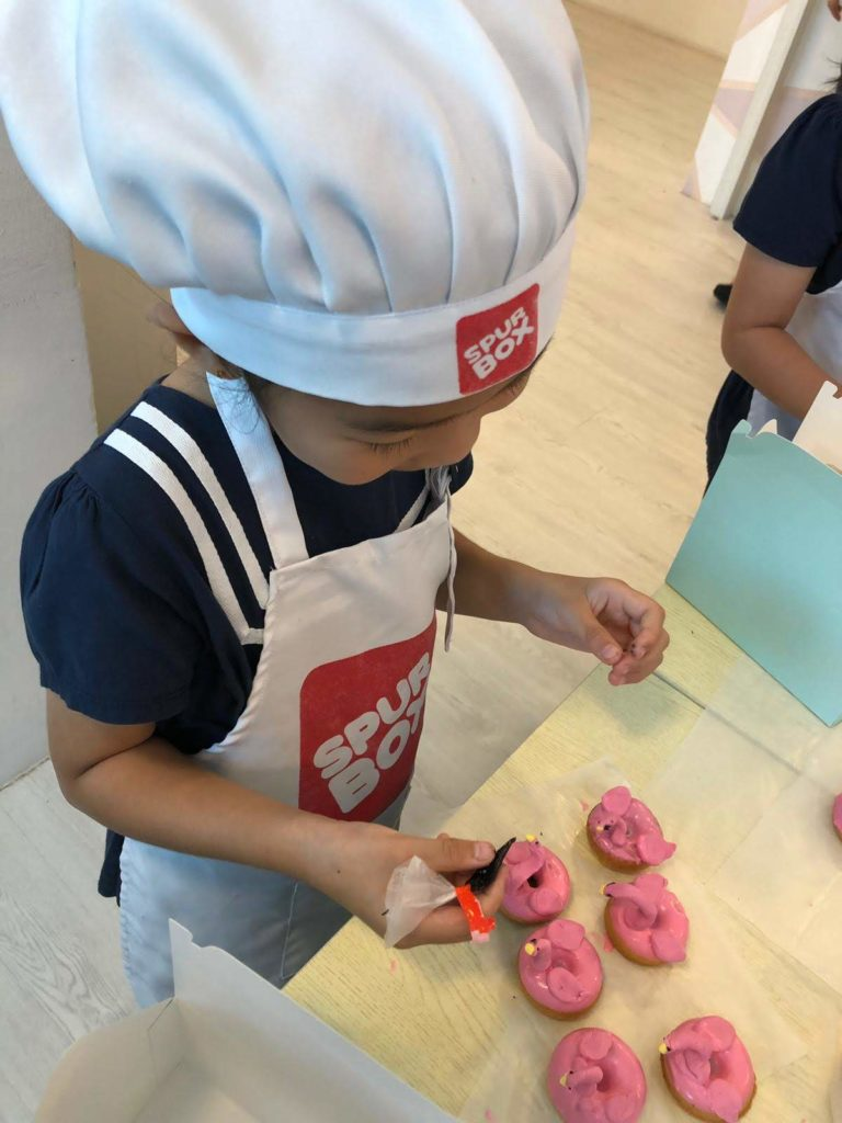 Decorating the flamingo doughnuts
